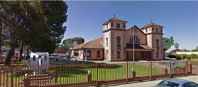 This lovely old building is the DeAar Town Hall and is situated in the Pixley Ka Seme District and is across the road from the Emthanjeni Local Municipality on Voortrekker Road
